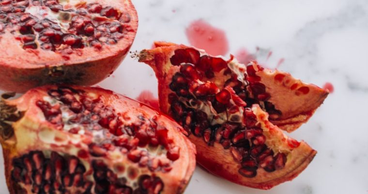 The Benefits of Pomegranate & Why You Should Add Them to Your Diet